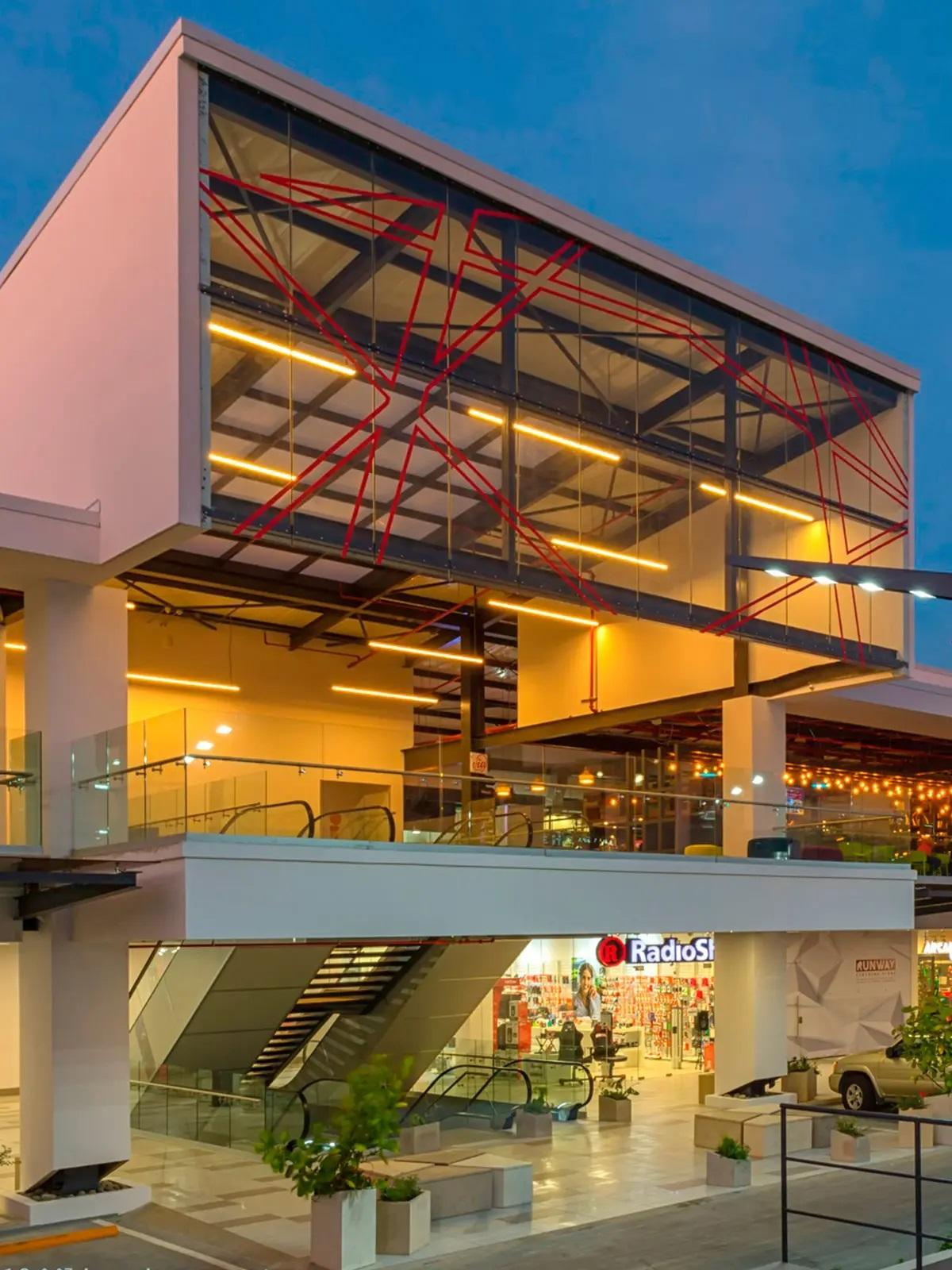 Santa Ana <em>Town Center</em>